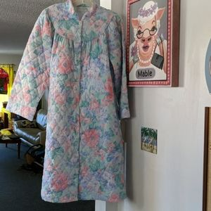NWT Vintage Miss Elaine Quilted Pale Floral Robe